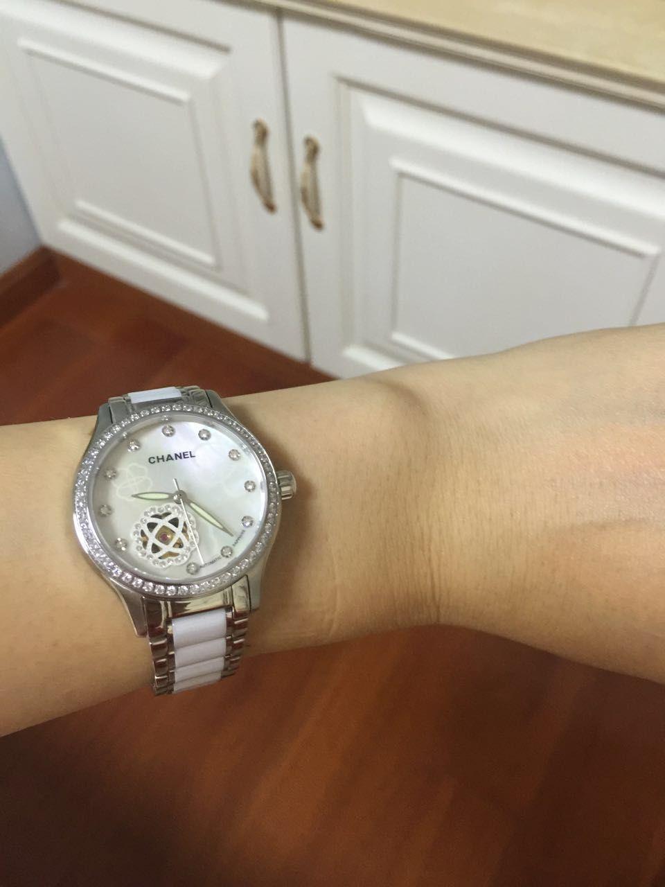 香奈儿 J12系列  镶钻精钢表盘  日本进口全自动机械机芯 高端女士腕表 白色款 / XNR014B