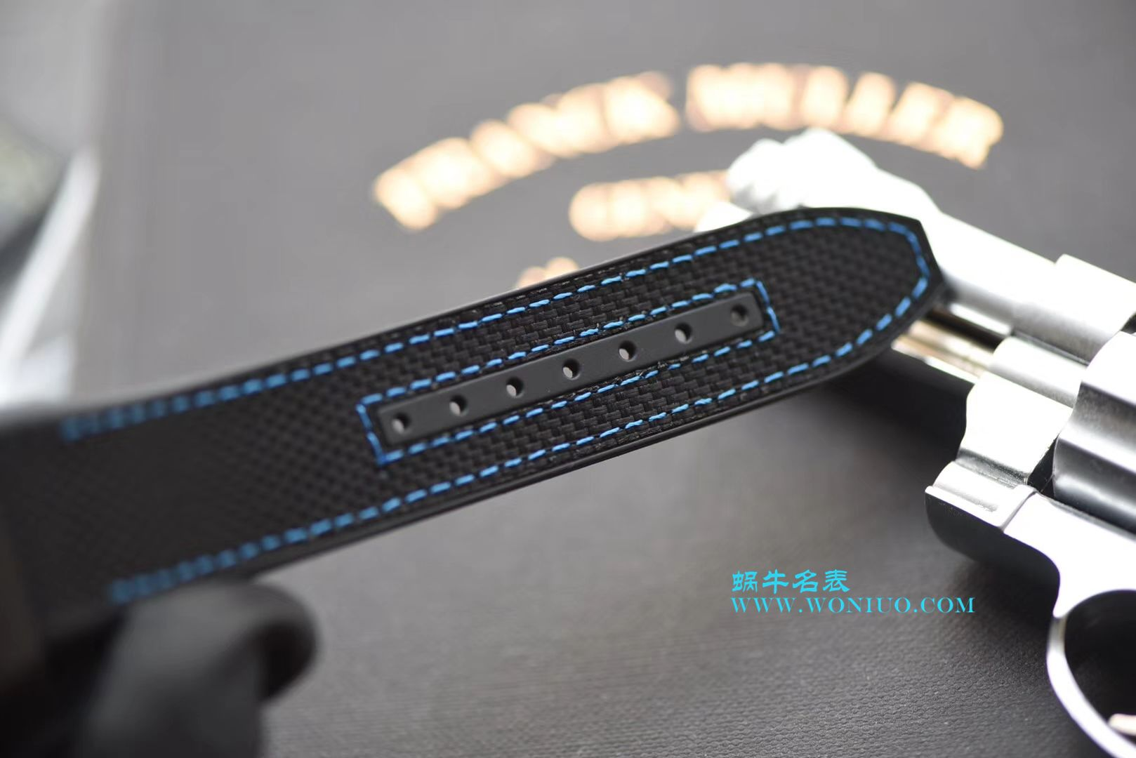 法穆兰FRANCK MULLER再创新作V45在夜幕低垂之时,Vanguard Carbon  fibre 展现充满未来感的外型,令人耳目一新 / FL026