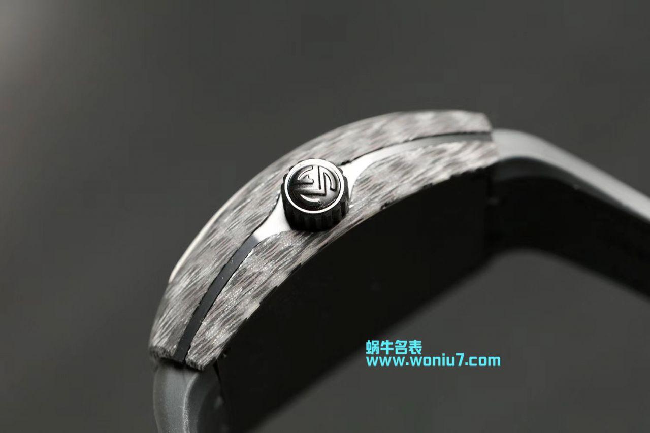 法穆兰FRANCK MULLER再创新作V45在夜幕低垂之时,Vanguard Carbon  fibre 展现充满未来感的外型,令人耳目一新