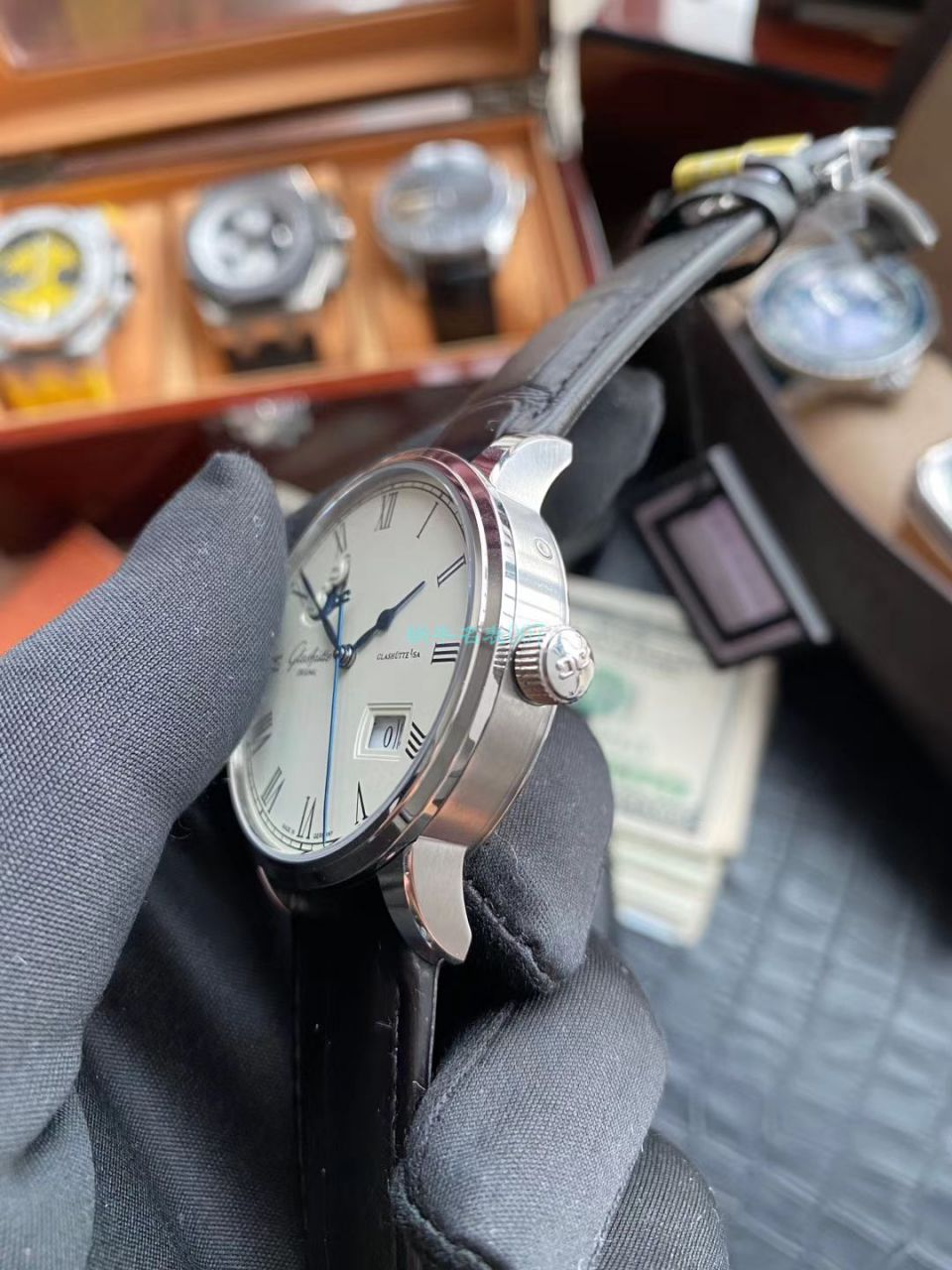 视频评测V9厂复刻手表格拉苏蒂原创议员100-04-32-12-50大日历