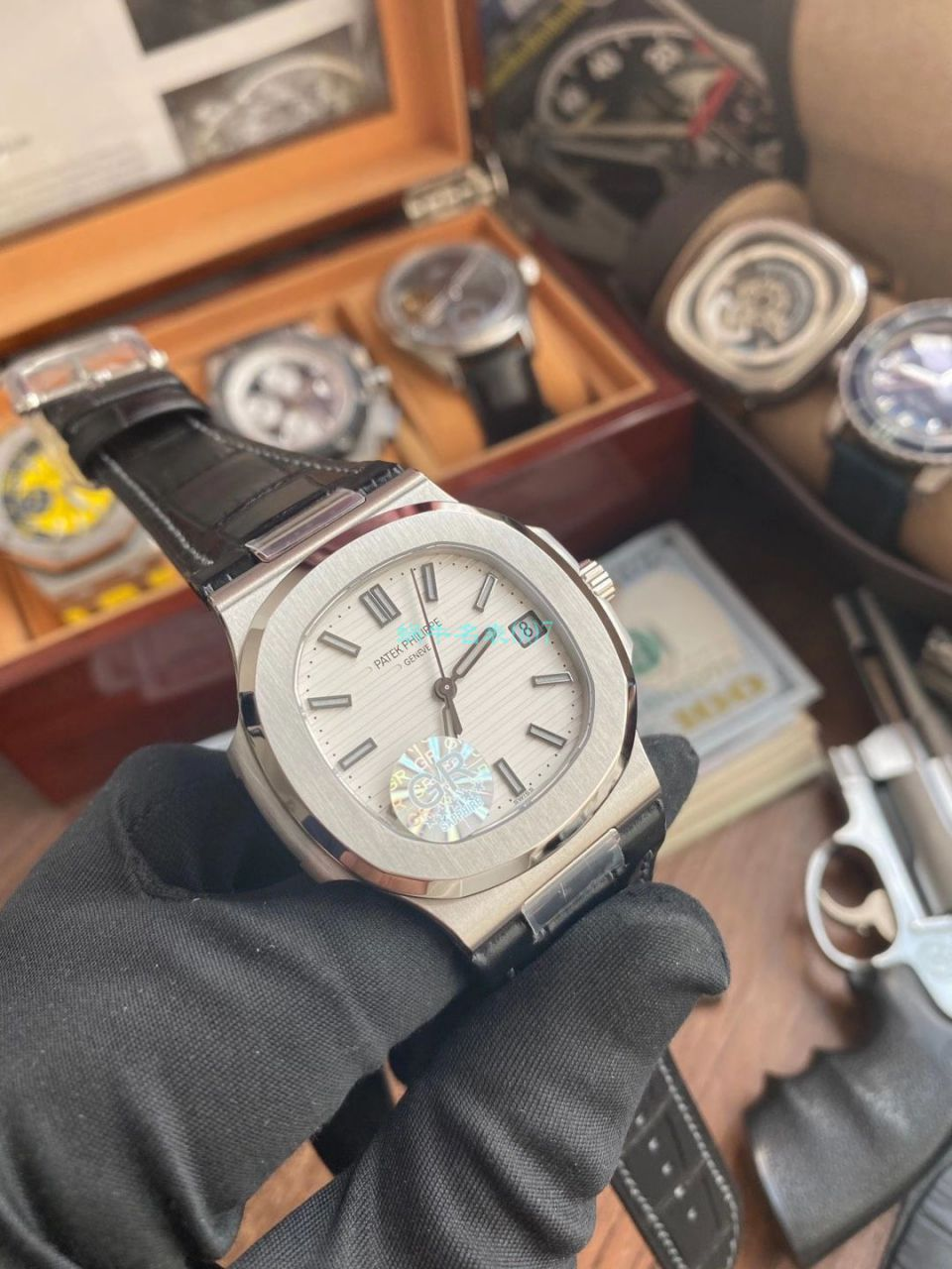 GR厂V2版本百达翡丽鹦鹉螺运动优雅超A精仿手表5711/1R-001腕表 / BD351