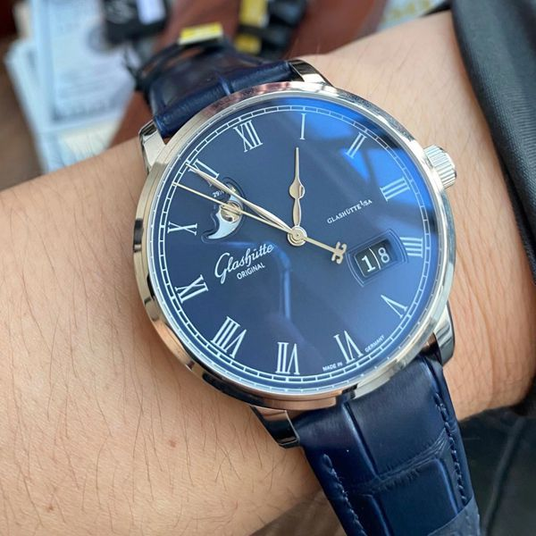 【视频最大的高仿手表网站】V9厂格拉苏蒂原创议员月相100-04-05-12-30腕表